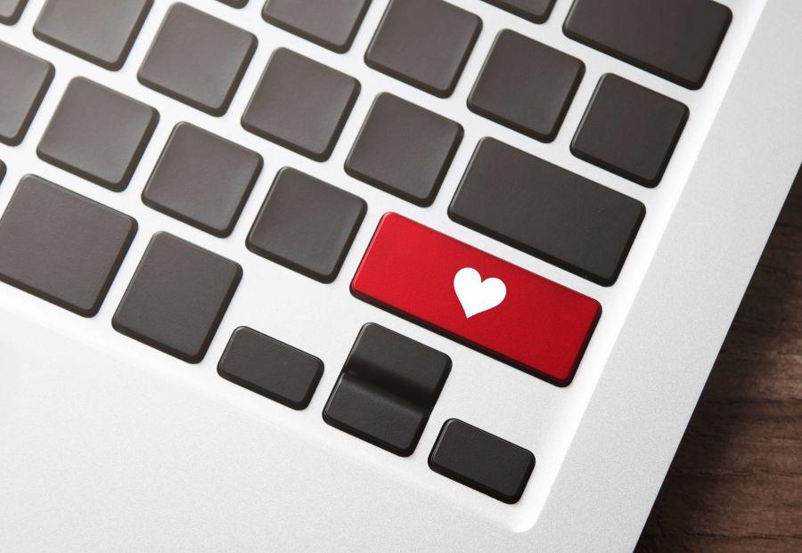 Una tastiera con un cuore